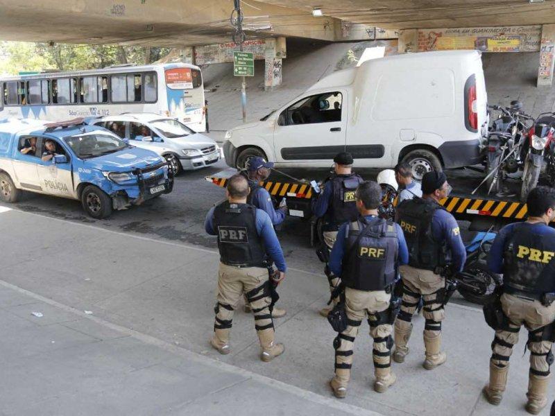 Polícias fazem operação contra roubos de carga